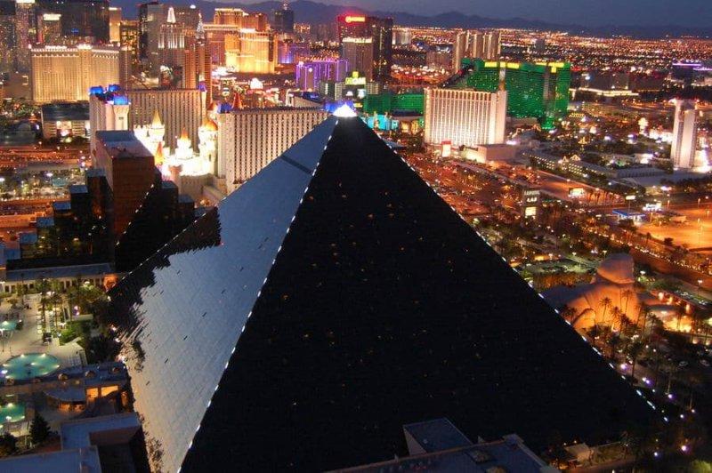 Onde é o Hotel Luxor